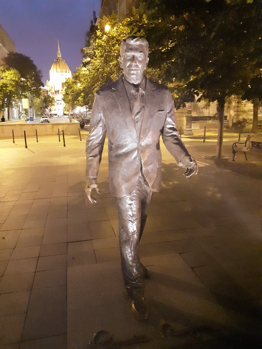Estatua de Reagan a tamaño natural